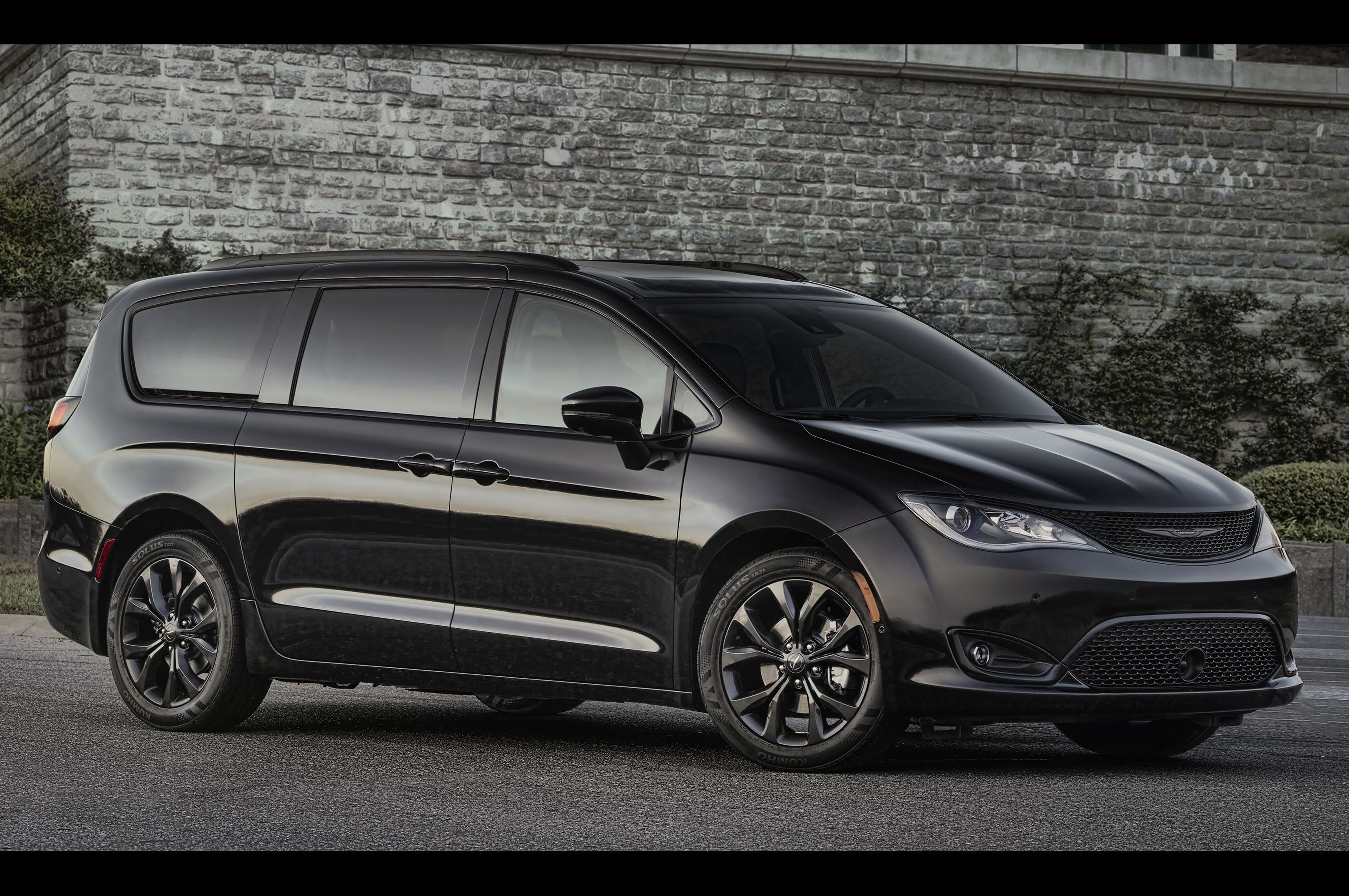 2018 Chrysler Pacifica Overview And Price Car Review 2019