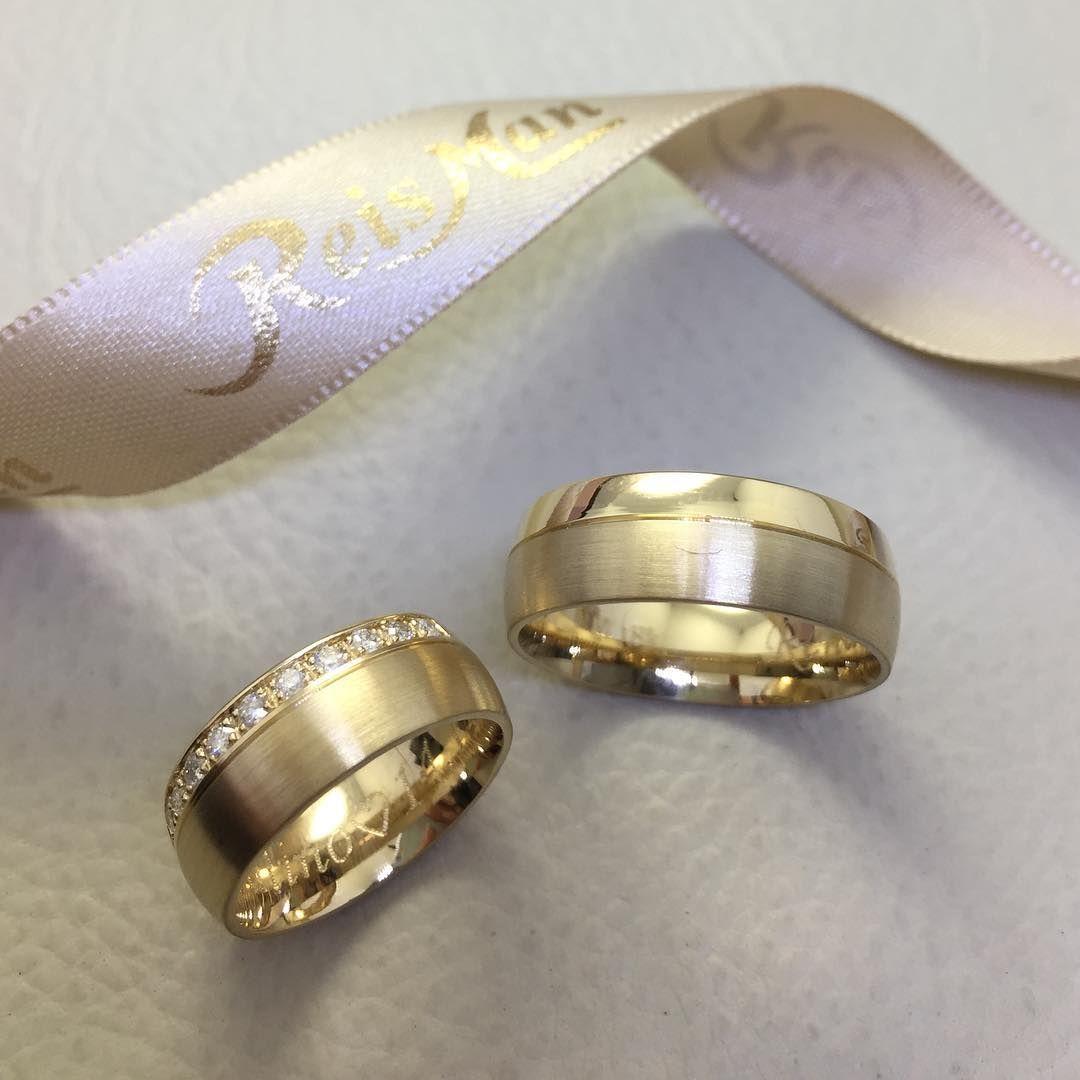 Alianças de Casamento em Ouro 18k Marca Reisman - modelo Pinheiros 7mm  Disponível em www.reisman.com.br ea8b155c3b