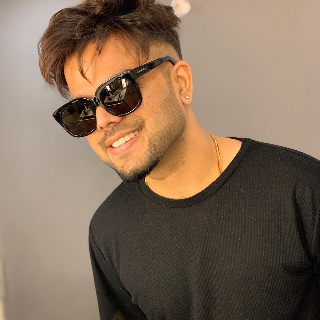 Pin By Ali Raza On Hd Mens Hairstyles Stylish Boys Famous Singers
