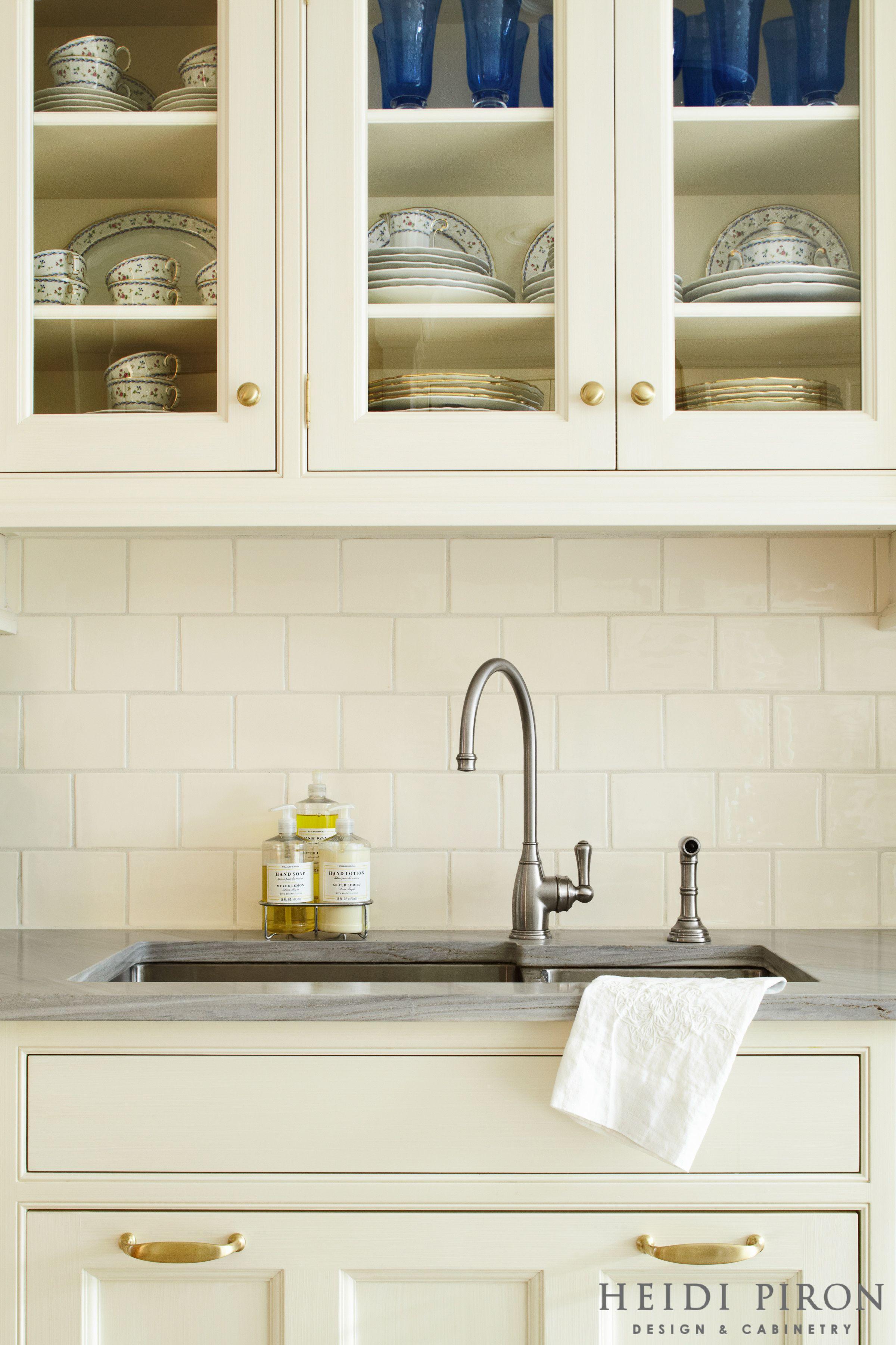 Award Winning Kitchen Designer Heidi Piron Creates Hand Crafted Kitchens And Customized Spaces From Trad Kitchen Hardware Off White Kitchens Kitchen Design