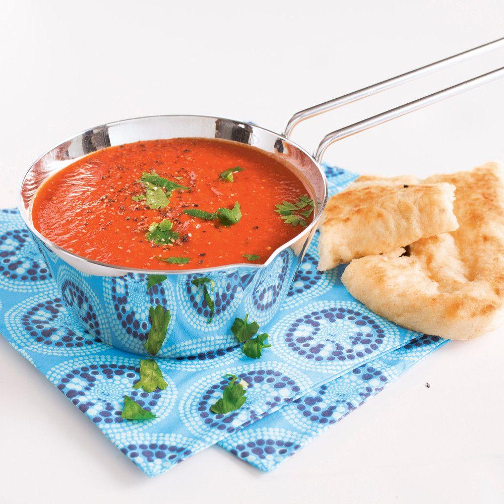Nopeasti valmistuva intialainen tomaattikeitto saa tulista ja mausteista potkua Pirkka vindaloo currytahnasta. Mascarponella pehmennät keiton maun täyteläiseksi.