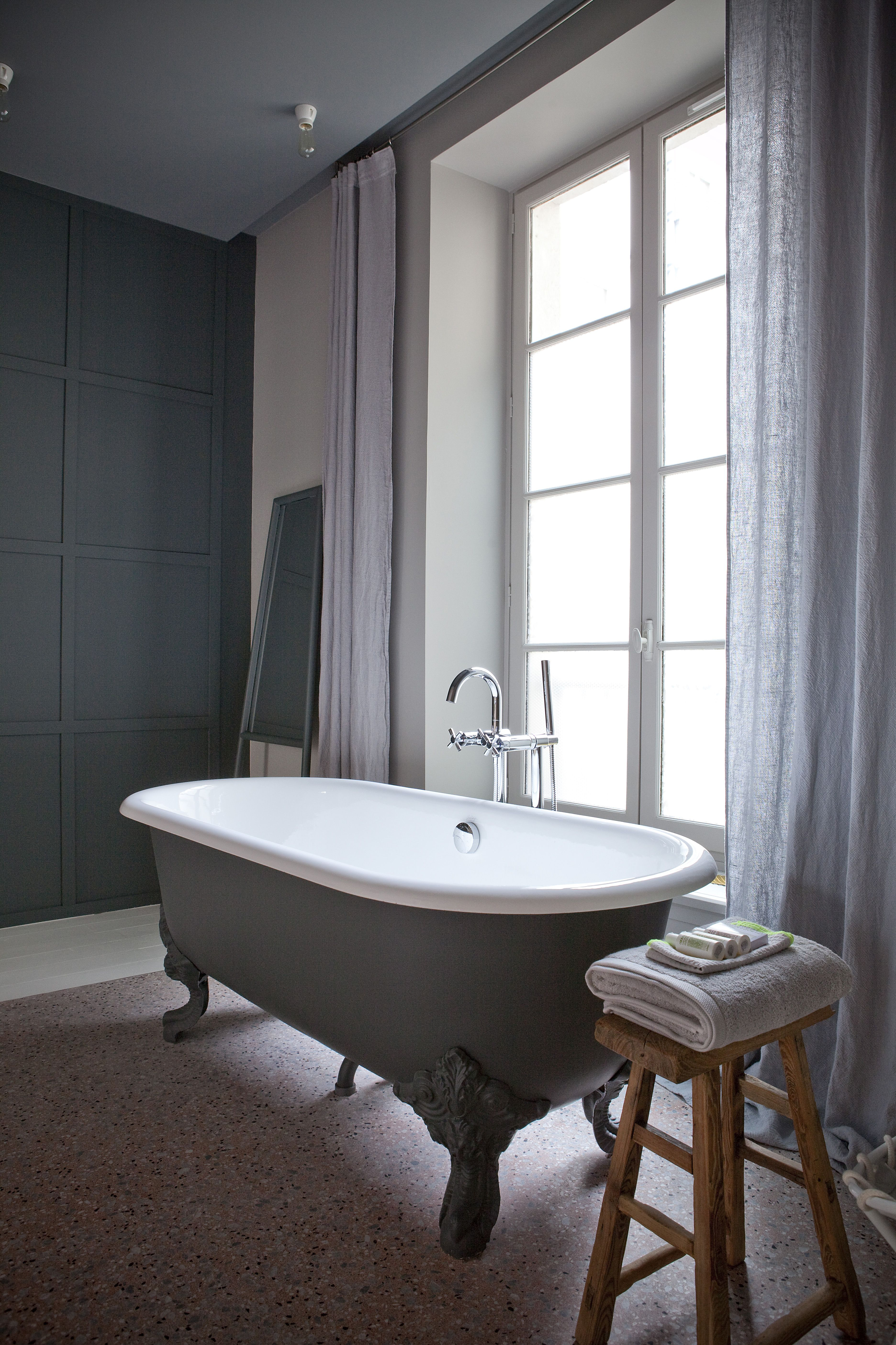 Chez Marie Sixtine: The Chicest New Guest Pad in Paris | Bath ...