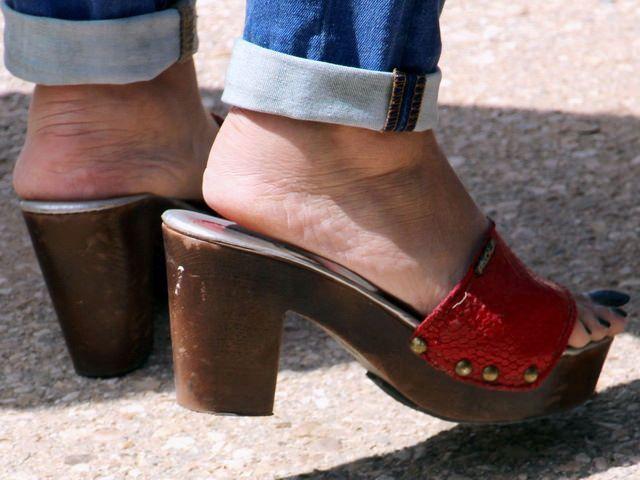 MILFY sexy Füße in rot hot Heels