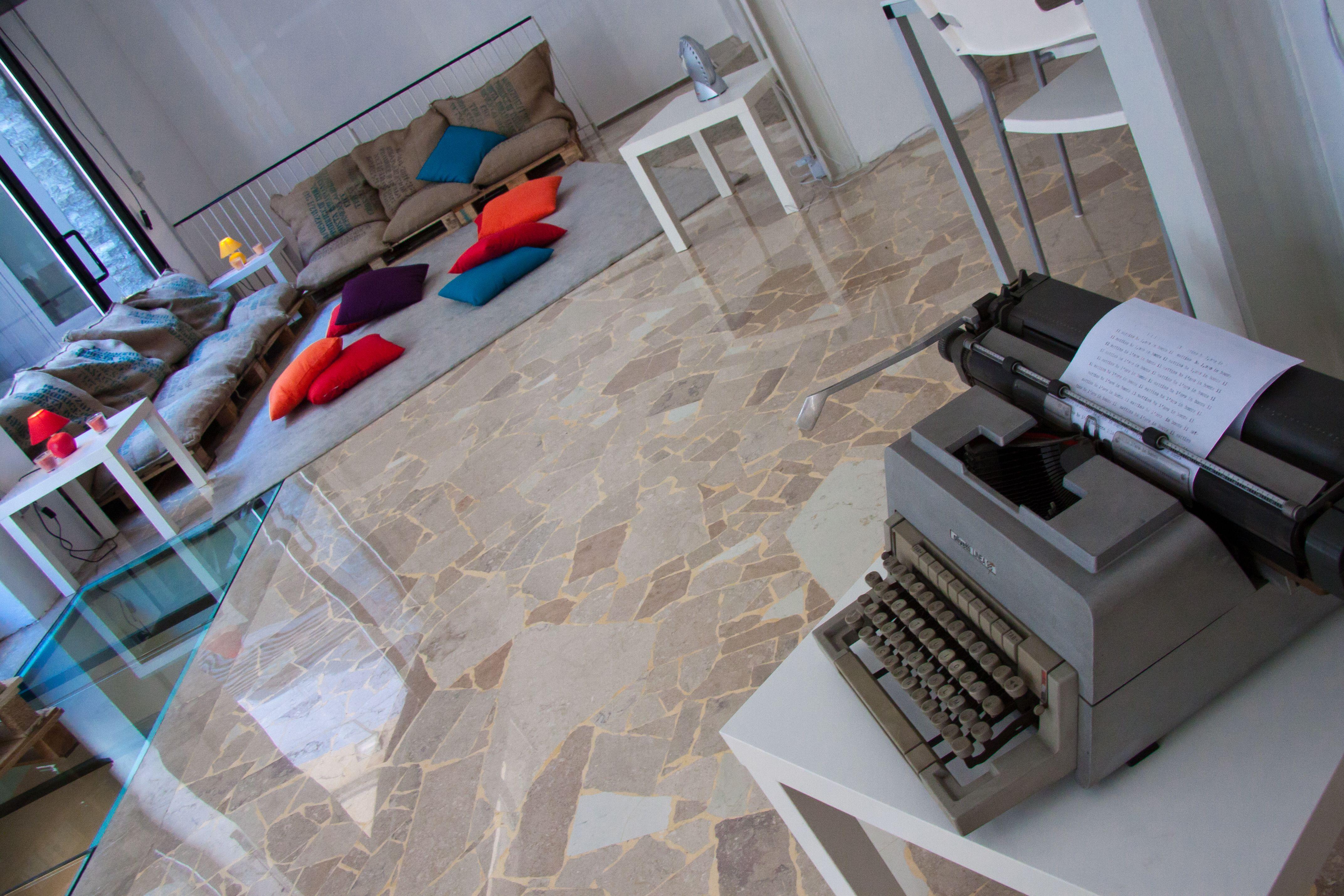Consolle trucco 2 cassetti 80x40x136 cm con specchio e sgabello noce. Work Space Gallery Vintage Quotes Film Pillows Relax Luoghi Castello Leonardo Da Vinci