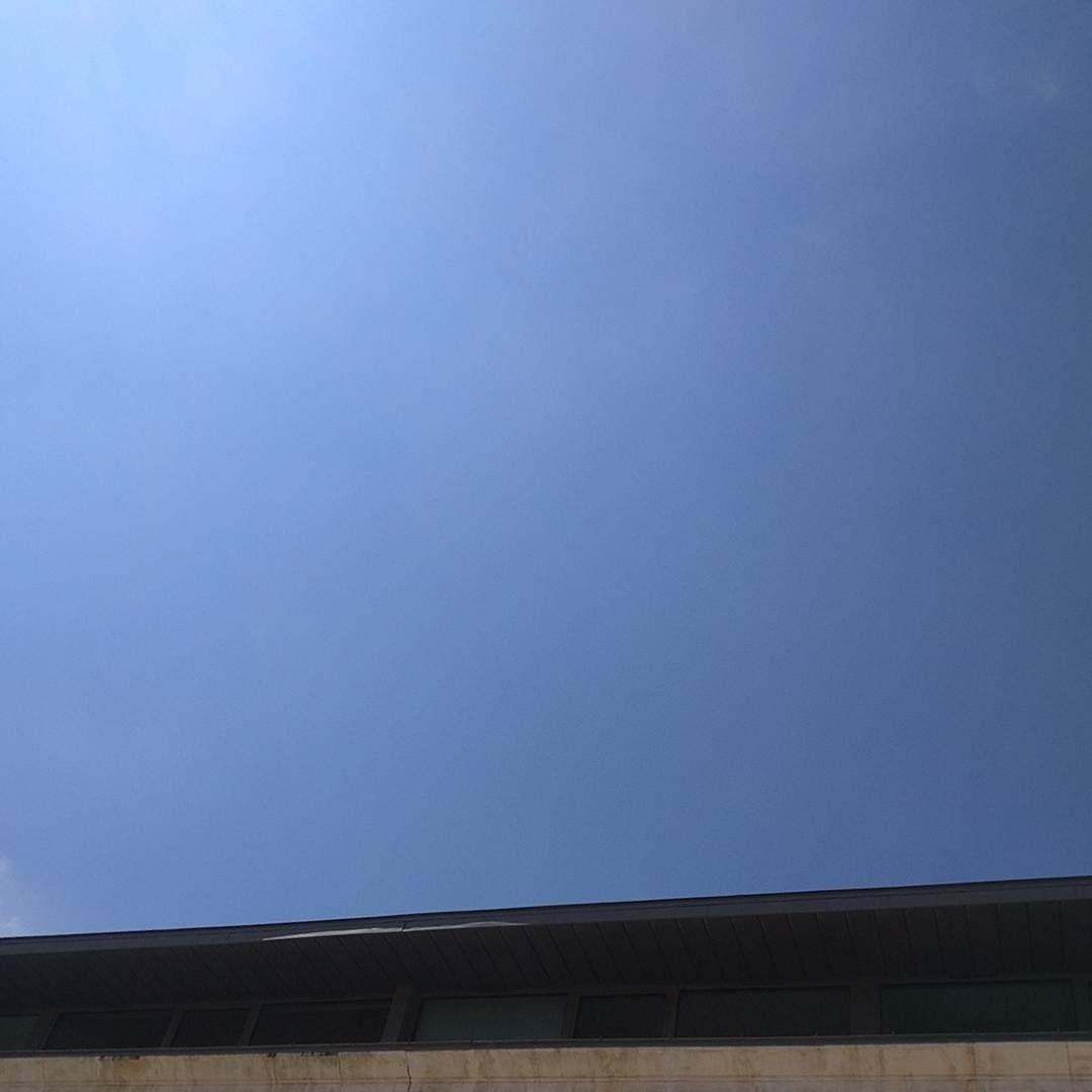 Bleu lacté #Niort #ciel #cielfie #cielo #himmel #sky #instablue #instasky #bleu #bluesky #blue #azul #blau #lcdj #lecieldujour #nofilter #France #skyporn