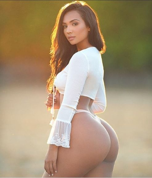 You Wont Be Able To Look Away From Columbian Model Camila Bernal