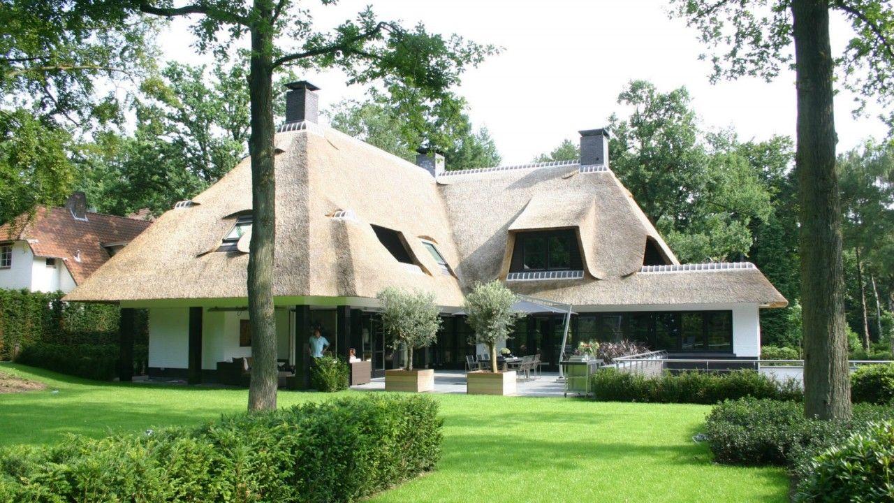 Luxe rietgedekte villa bouwen mooie huizen for Moderne villa architectuur