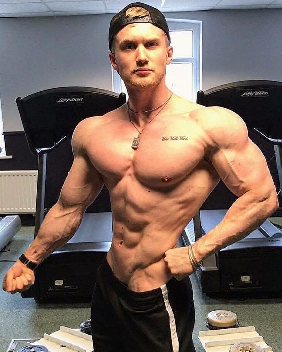 Zac Aynsley Is Absolutely Shredded! Comment Down Below If