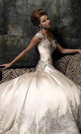 well, a girl can dream, right? Omg I love this gown