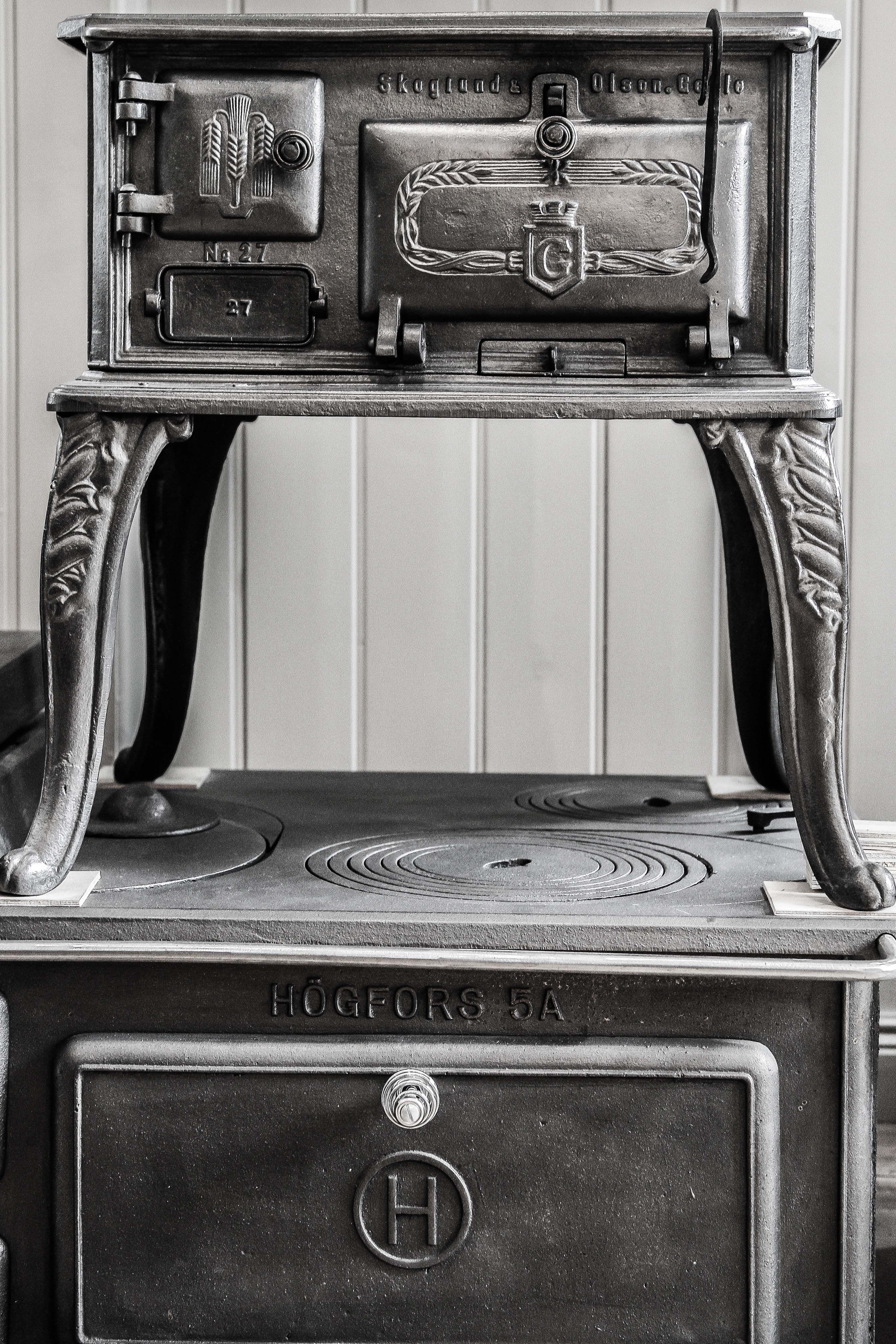 Kunnostetut vanhat hellat ovat uudenveroiset ja sopivat sekä vanhaan, että uuteen keittiöön. #habitare2015 #design #sisustus #messut #helsinki #messukeskus