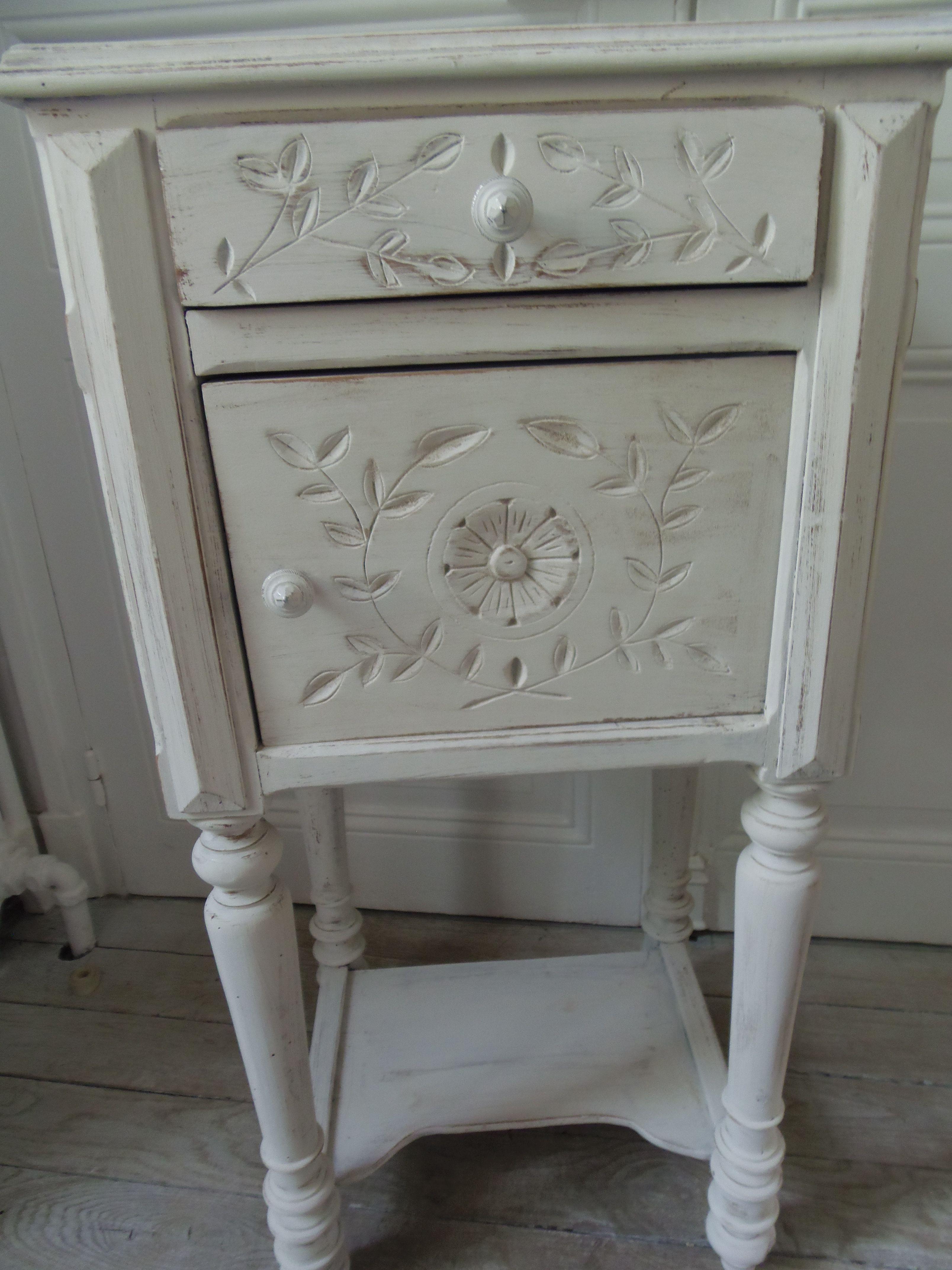 table de chevet ancienne remis au gout du jour avec une. Black Bedroom Furniture Sets. Home Design Ideas