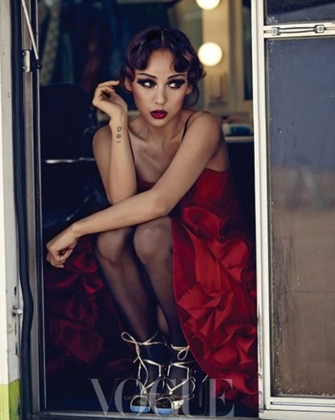 Nữ hoàng sexy Hàn Quốc quậy trên Vogue