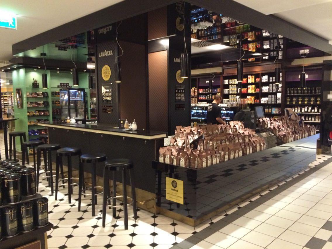 Die #lavazza #Kafa-Bar im #kadeweberlin seit 3Wochen stilvoll Kaffee ...