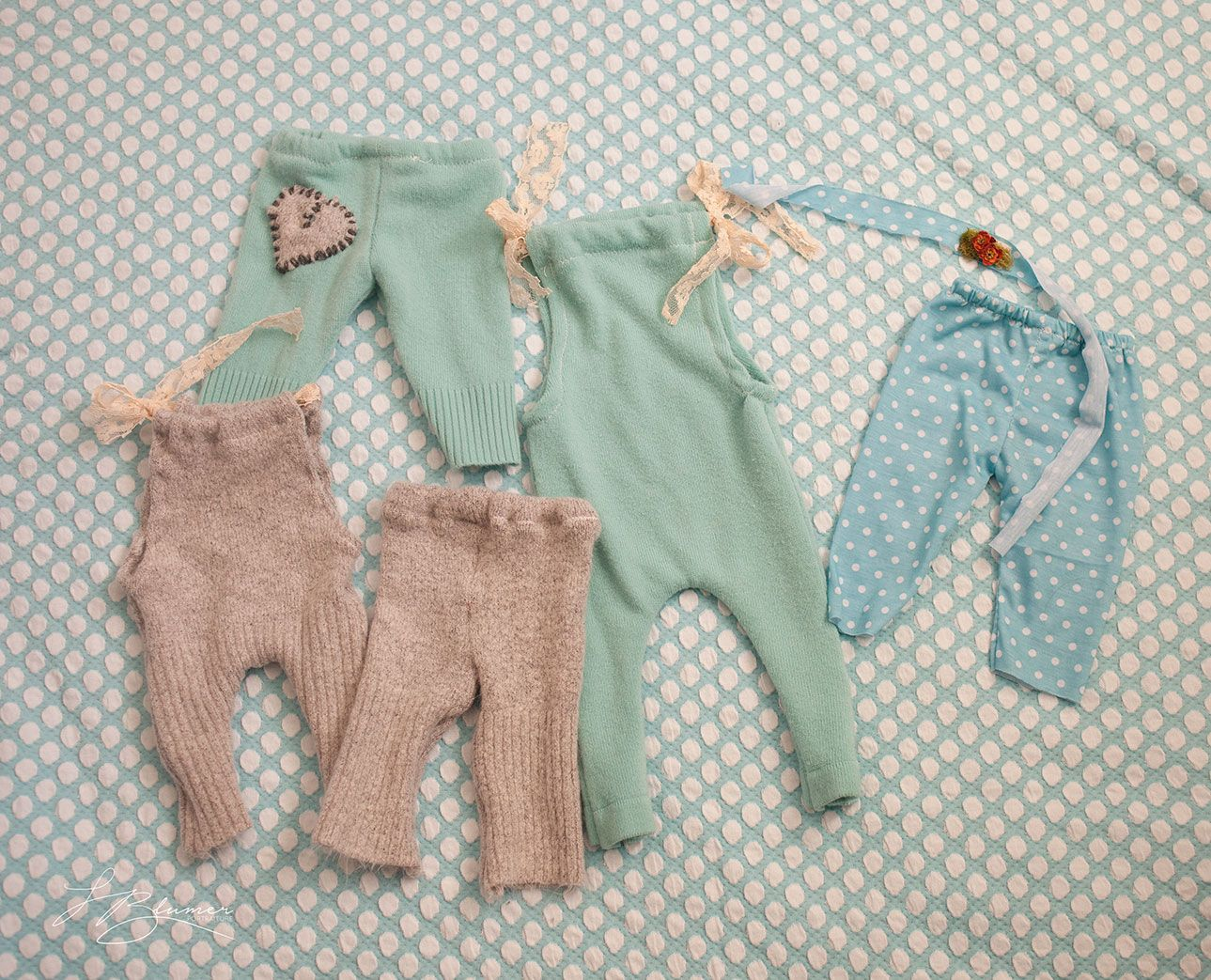 Leslie from Blumer Portraiture shows you step-by-step how to upcycle old sweaters into baby rompers and leggings.