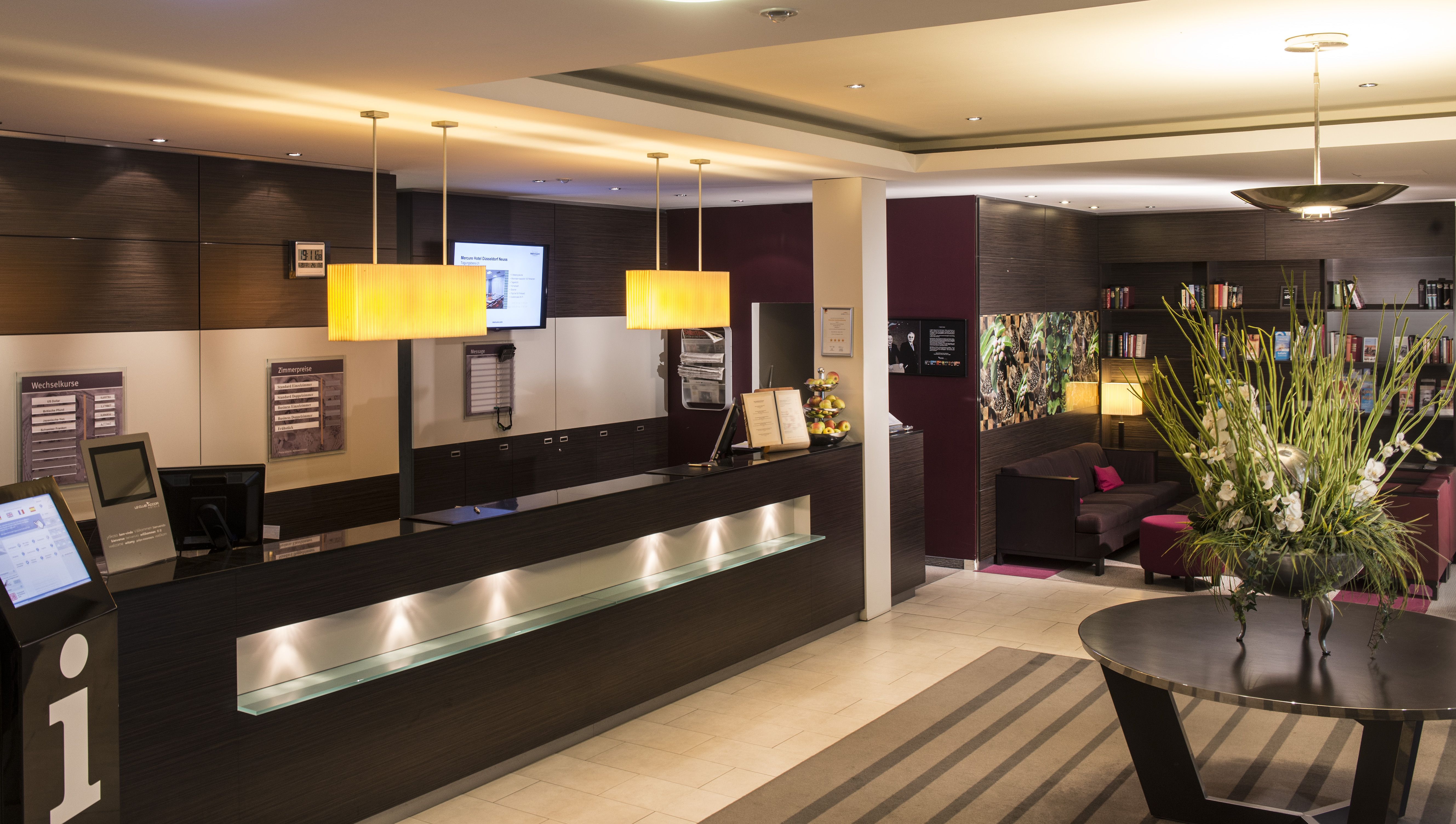 The Mercure Hotel Düsseldorf Neuss is centrally located at