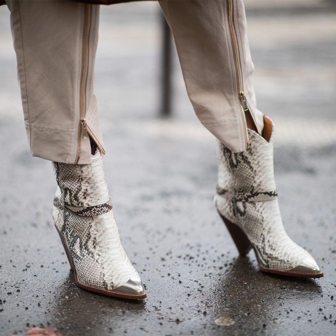287f6052b24aa5 Cowboy Boots in Schlangenleder-Optik gehören diese Saison zu den absoluten  Must-haves der
