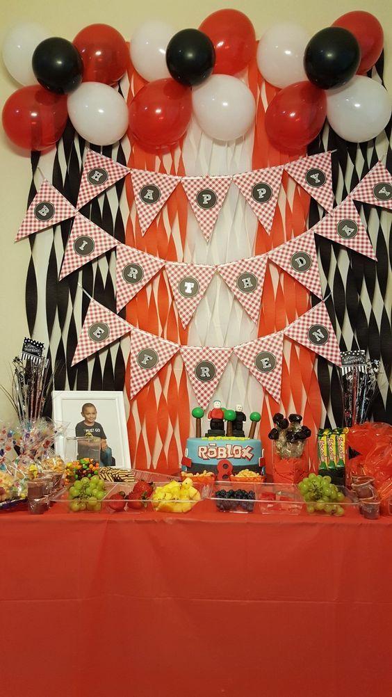 Ideas para organizar una Fiesta de Roblox, decoración de mesas de