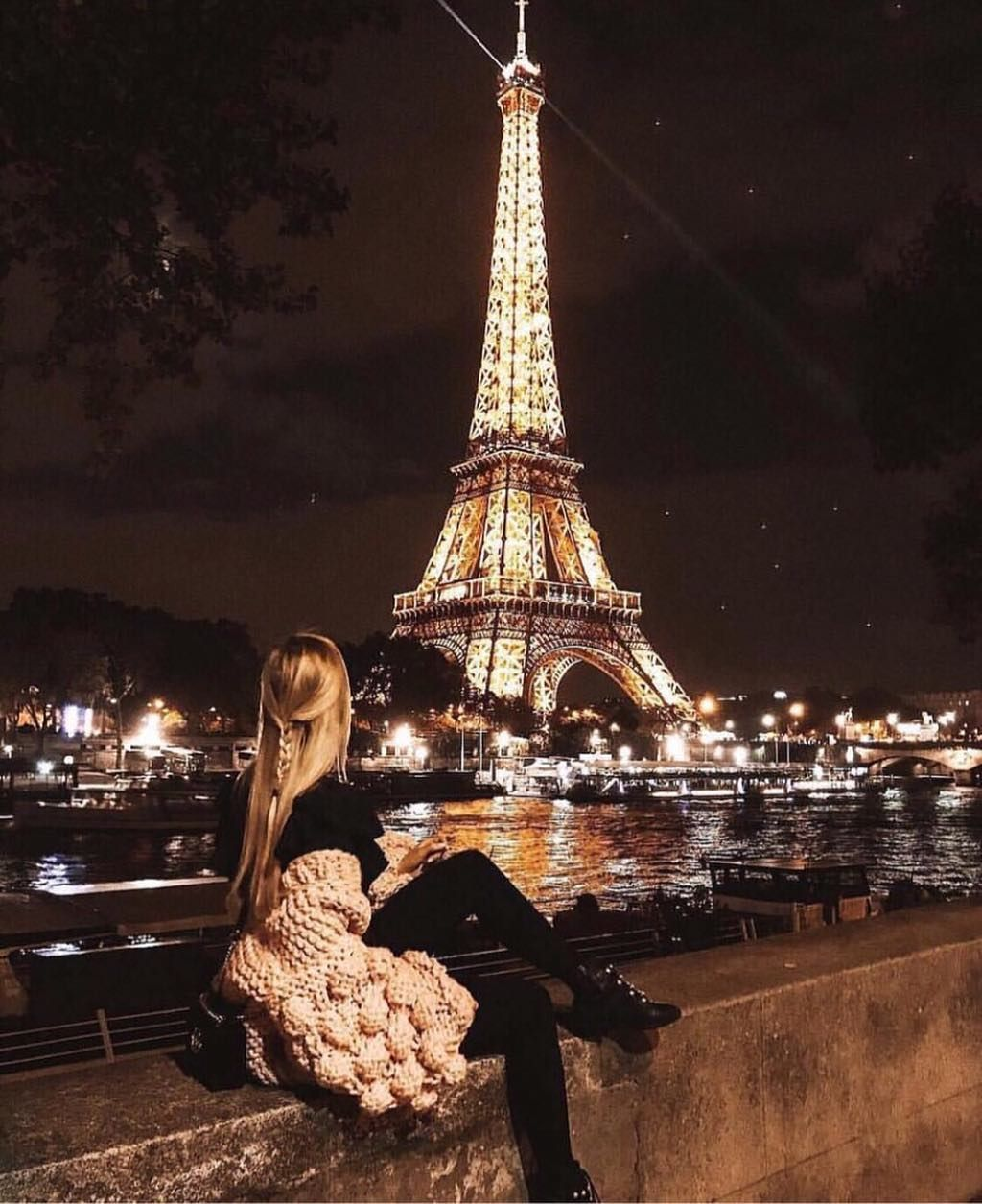 фото на аву эйфелева башня отделкой без