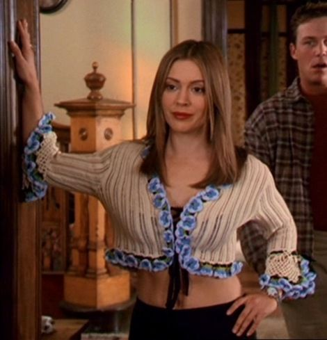 Phoebe Halliwell S Cute Flower Cardy Fashion Tv Alyssa Milano