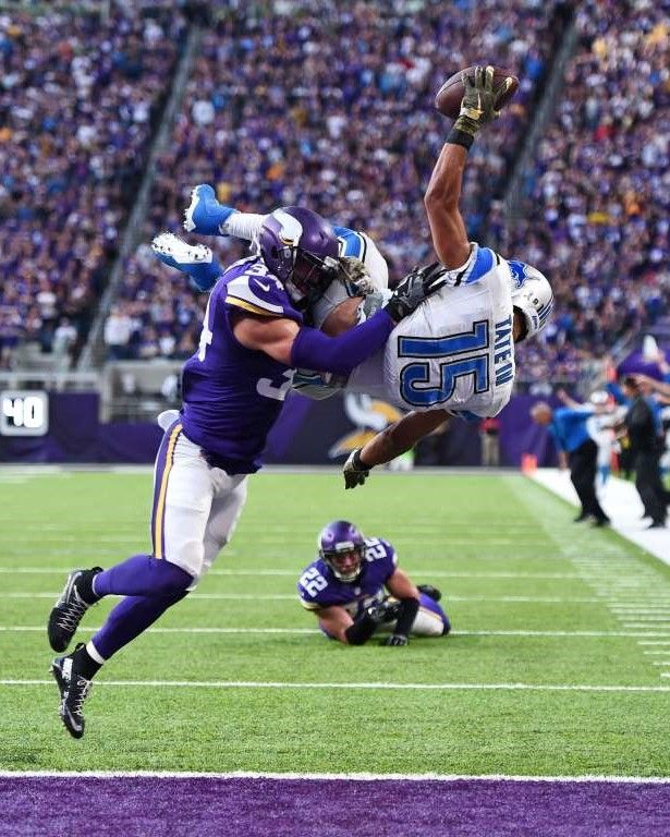Golden Tate, right, of the Detroit Lions leaps into the
