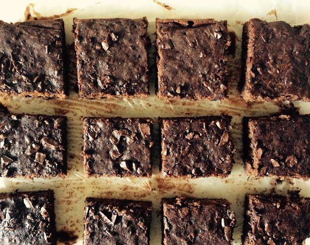 flor do brownie: Brownies de curgete sem glúten