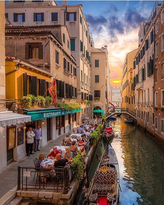 Mangiare A Venezia Un Luogo Magico Ed Affascinante Ristorante Da Raffaele Photo By Jakobnoc Venice Italy Italy Venice