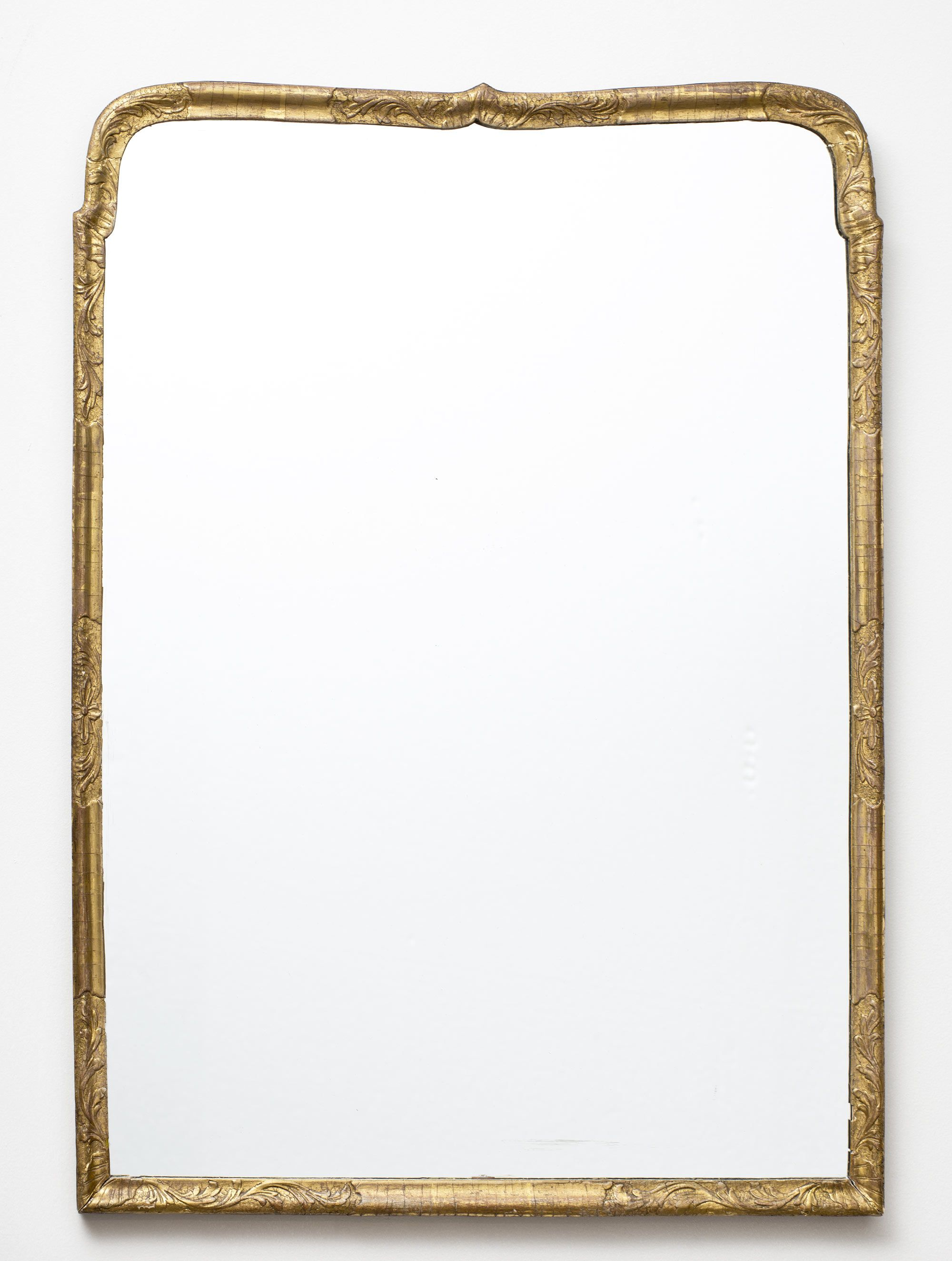Very simple and elegant Queen Anne period giltwood mirror with a ...