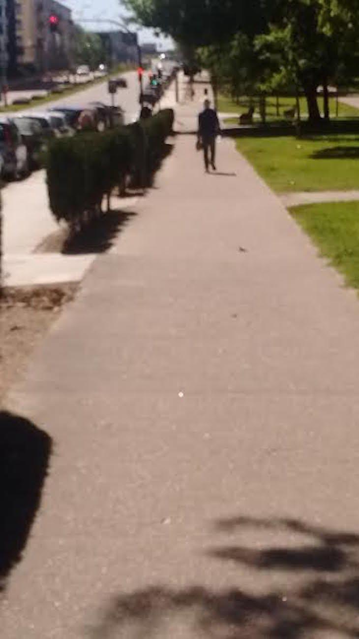 El hombre que corría hacia atrás, por Ana González Somoza