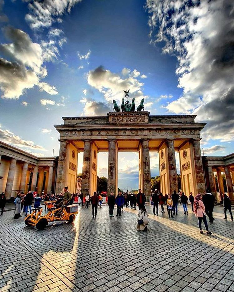 Berlin Travel Community Auf Instagram Brandenburg Gate Berlin Awesom Berlin Travel German Travel Brandenburg Gate