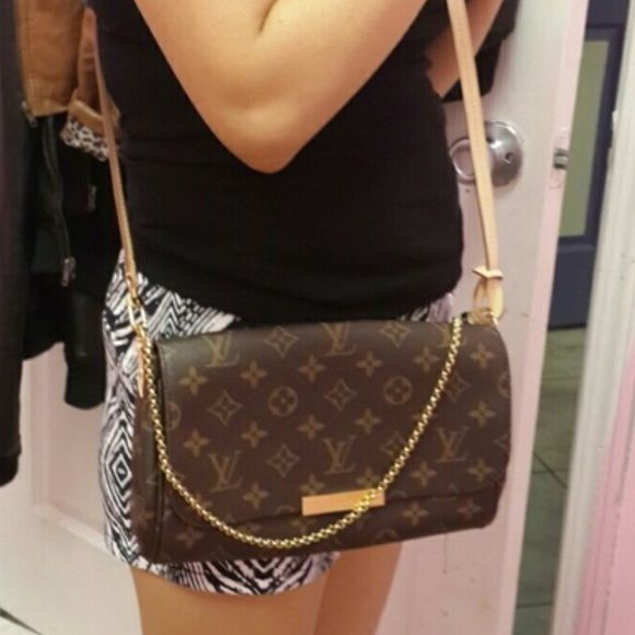 f5f11e0c5dd Authentic Louis Vuitton monogram favorite mm Has been used once for 3 hrs.  In excellent condition. I'll post more photos soon. $900 on (m)ercari!