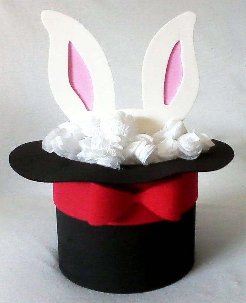 Centro de mesa cartola com orelhas de coelho saindo. O enfeite é com latas  de leite forrada em eva. As orelhas são de EVA com um palito para ser  espetado ... 7d687c823ee