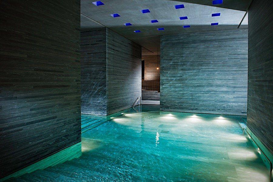 Indoor swimming pool luxus  Das 7132 Hotel: Ein Luxus-Haus aus Quarzit in den Schweizer Alpen ...