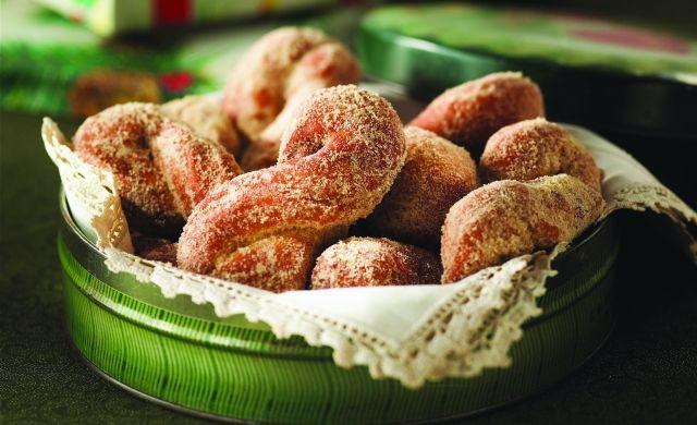 Croquignoles croquembouches à l'érable | Maple Croquignoles (Crisp Twisted Doughnuts)