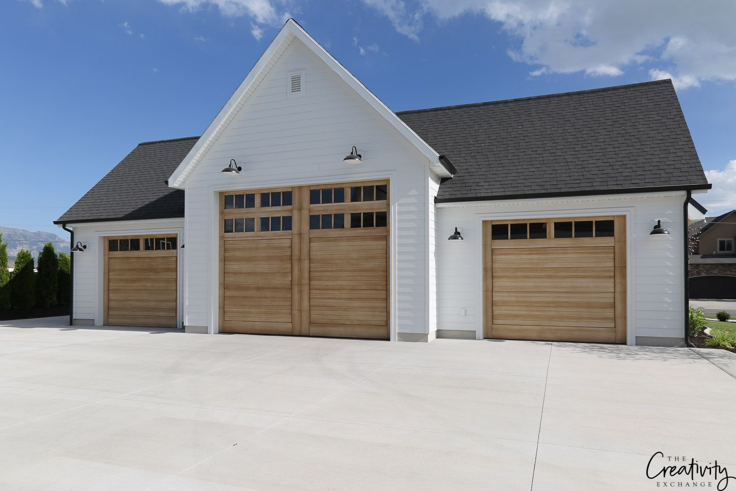 Modern Farmhouse Home Tour Millhaven Homes In 2020 Farmhouse Garage Farmhouse Style House Garage Door Design