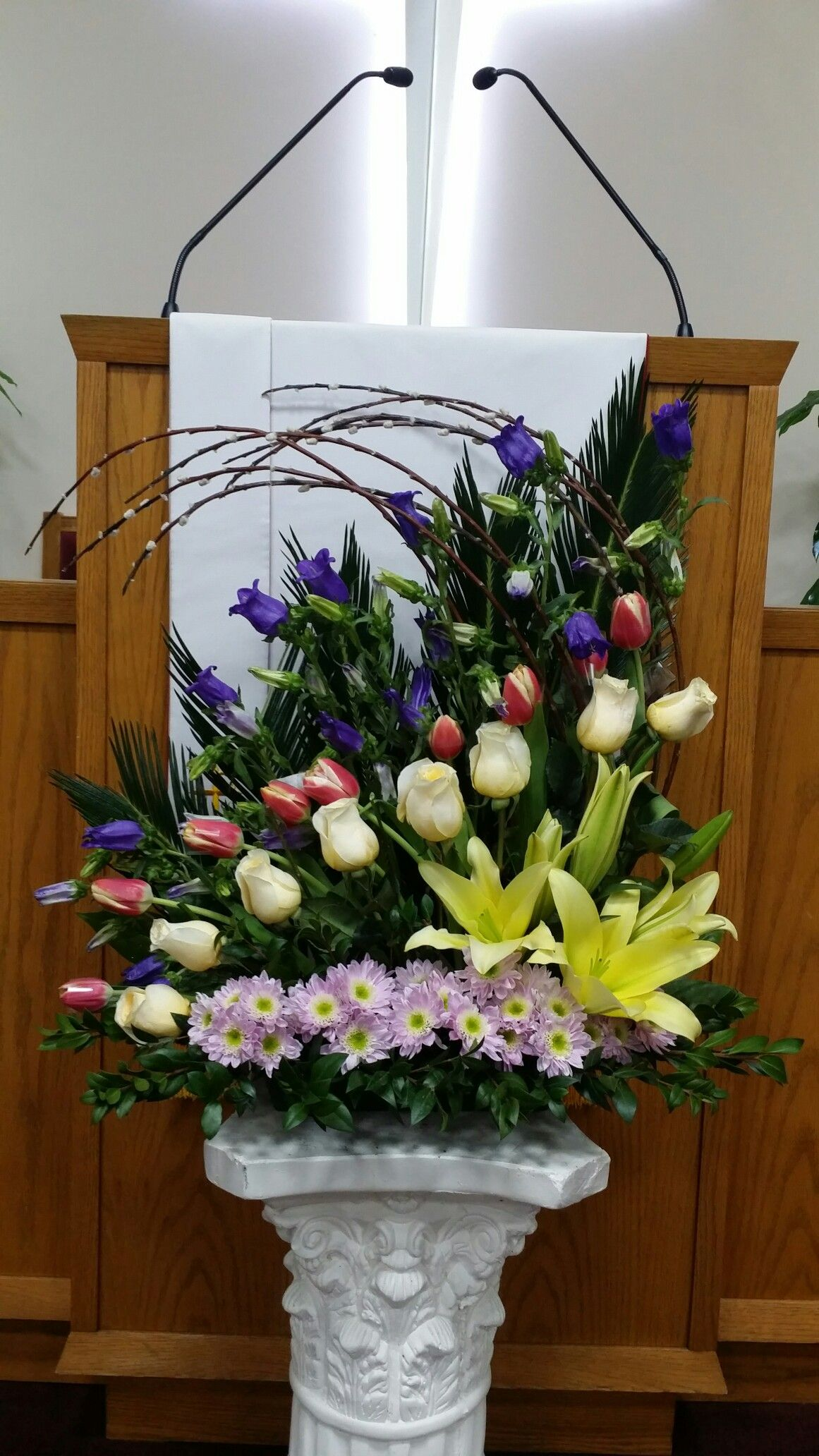 Muito Lindo Obra De Arte Church Flower Arrangements Fresh Flowers Arrangements Easter Flower Arrangements