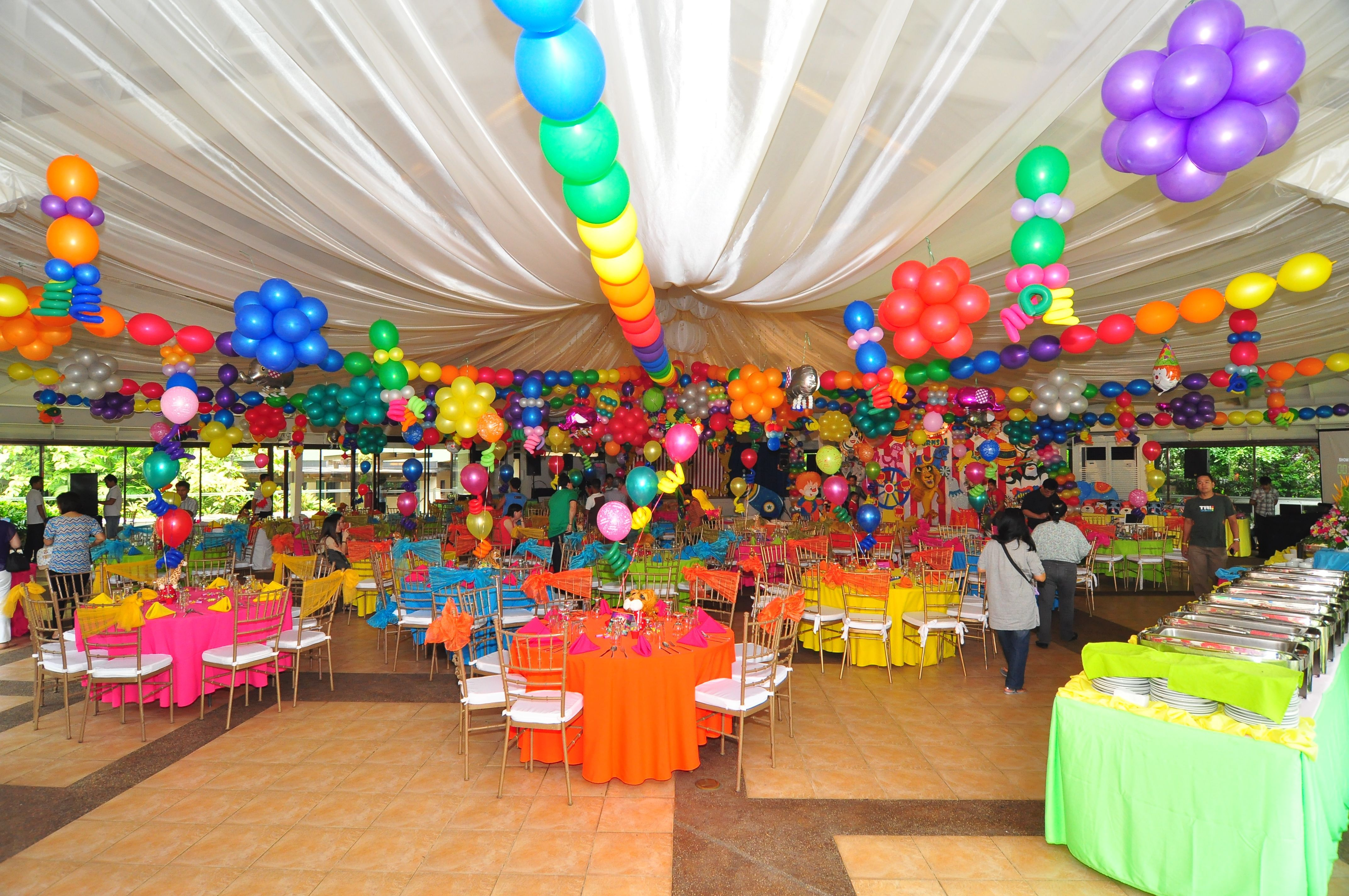 Balloon Setup Carnival Themes 1st Birthday Parties Birthdays Madagascar Balloons