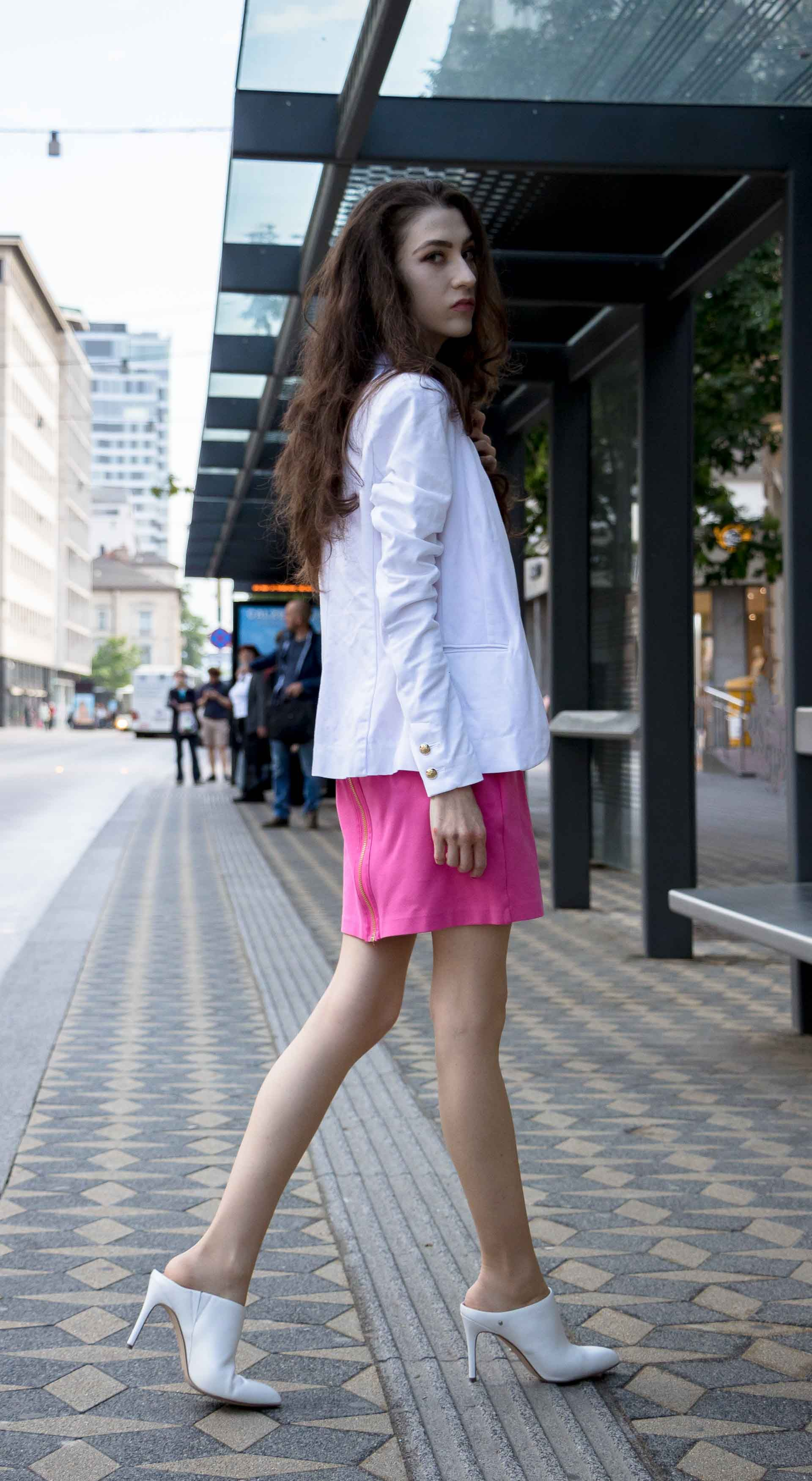 fcecfee4ffb5 Fashion Blogger Veronika Lipar of Brunette from Wall Street wearing summer  business casual outfit