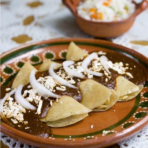 Nada como unas enchiladas de mole y Casillero del Diablo Cabernet Sauvignon #elmaridajeperfecto