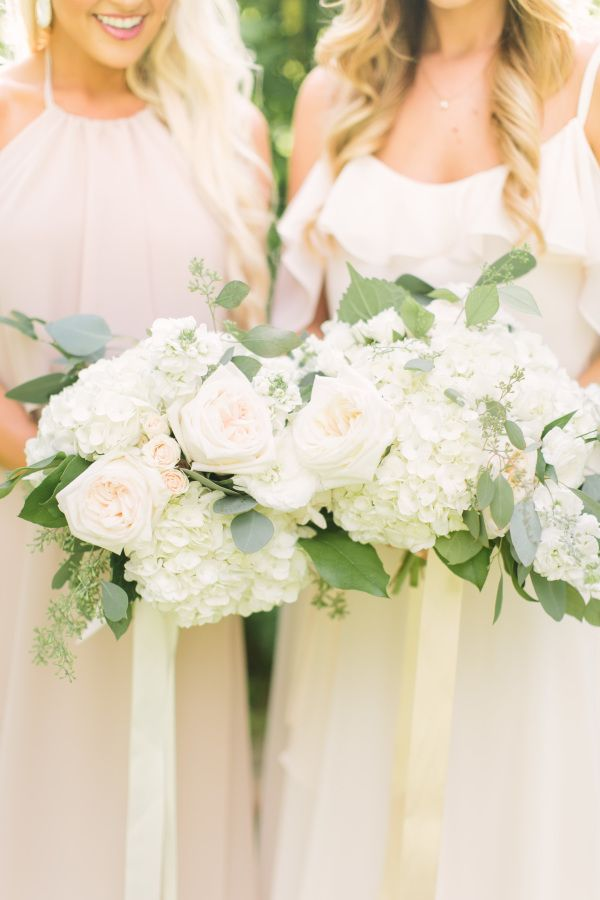 Lovely and elegant: http://www.stylemepretty.com/2015/09/05/elegant-southern-farm-wedding-in-texas/ | Photography: Mustard Seed - http://www.mustardseedphoto.com/