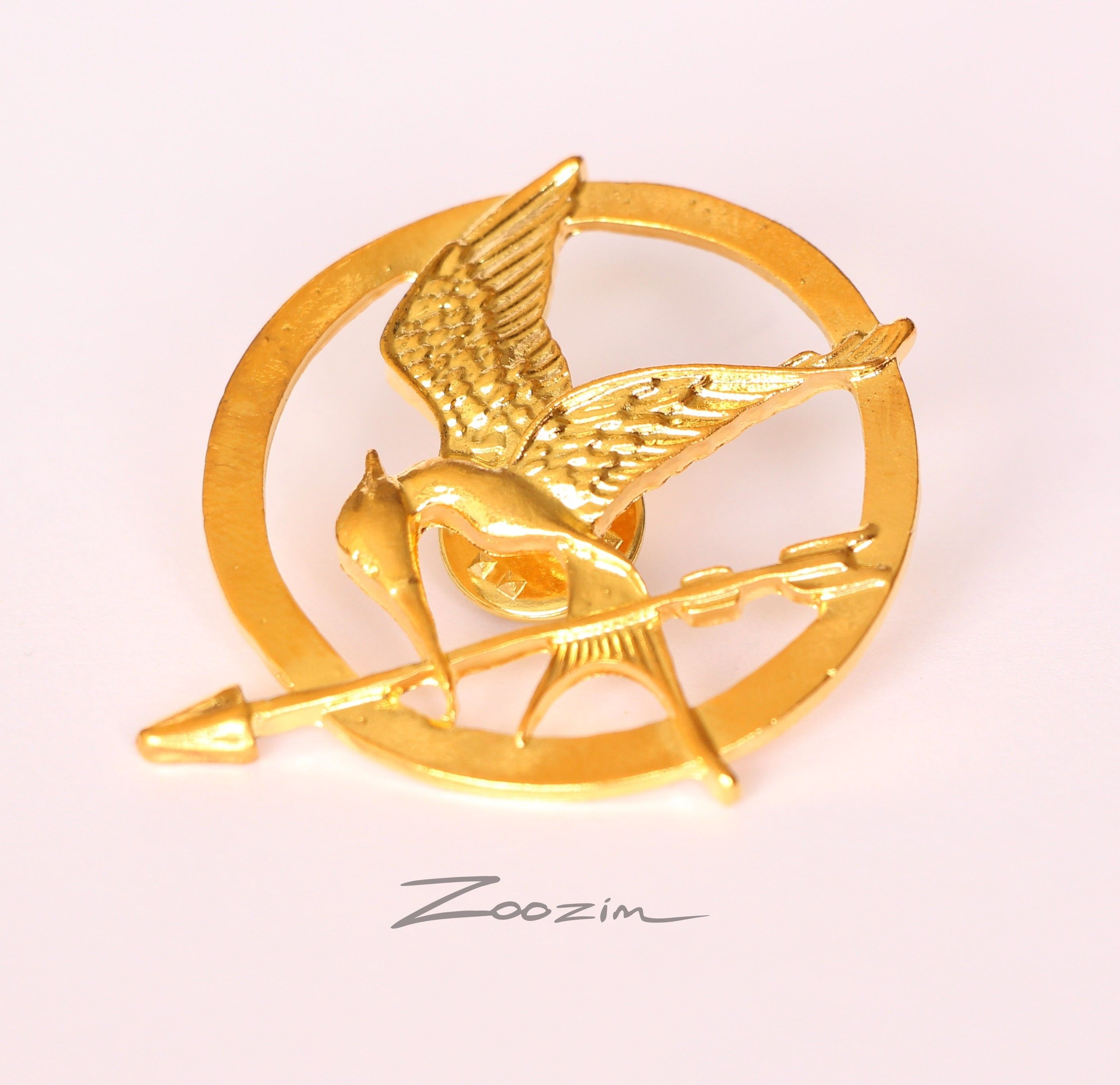 The hunger games golden brooch pin pendant this bird is the the hunger games golden brooch pin pendant this bird is the mockingjay a famous symbol biocorpaavc Choice Image