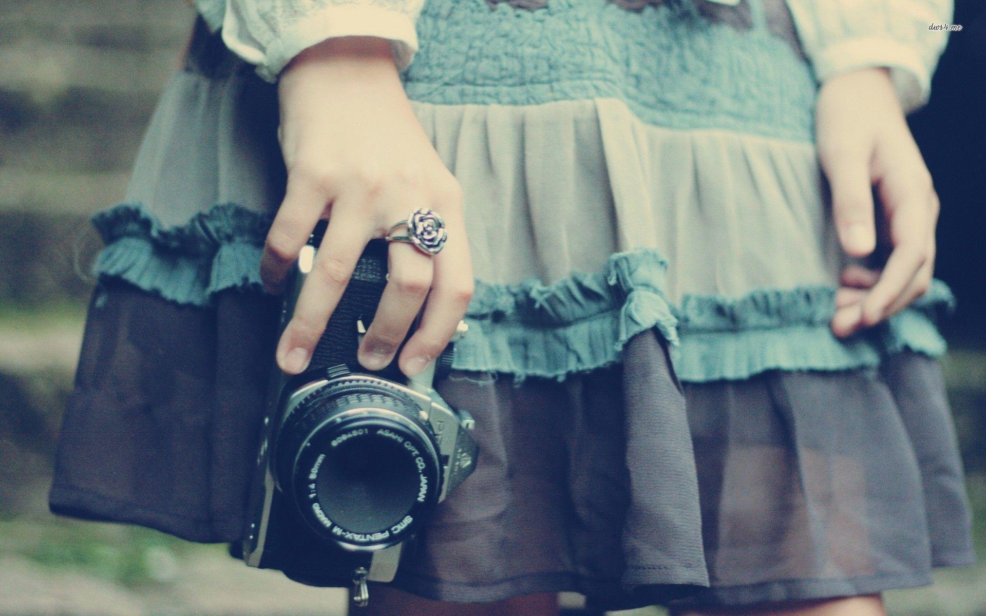 Hasil gambar untuk camera girls