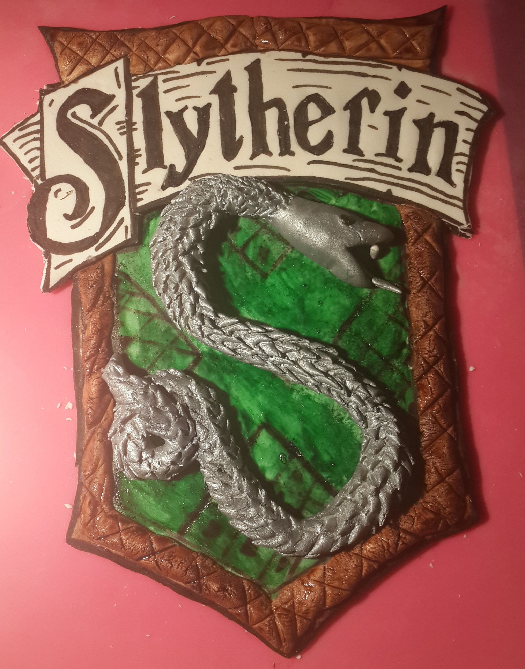 Slytherin Crest I made out of fondant, totally edible  Lynda Power