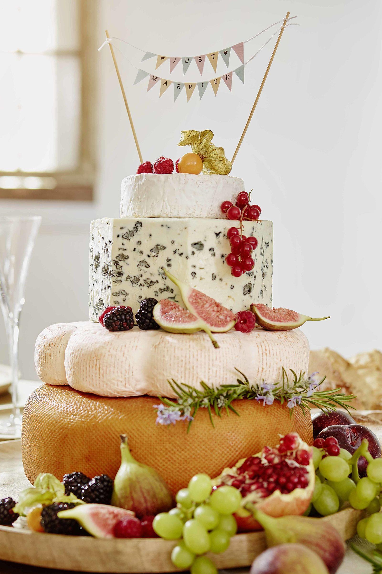 Kostliche Kase Hochzeitstorte Aus Kaselaiben Torte Wedding