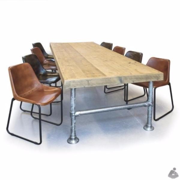 Schone Tisch Mit Einer Tischplatte Aus Gerustbohlen Verwendet