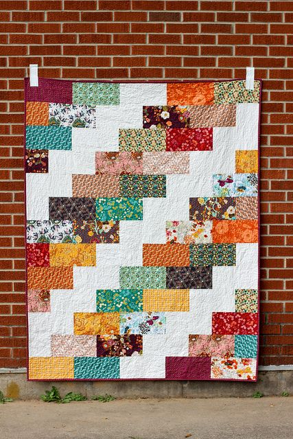 Side Braid Quilt Pattern. Great colors, looks pretty simple too.