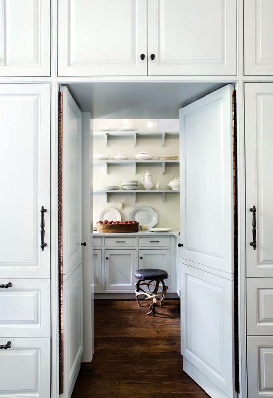 White And Dark Wooden Floor Versteckte Speisekammer Kuchen Vorratskammern Kuchendekoration