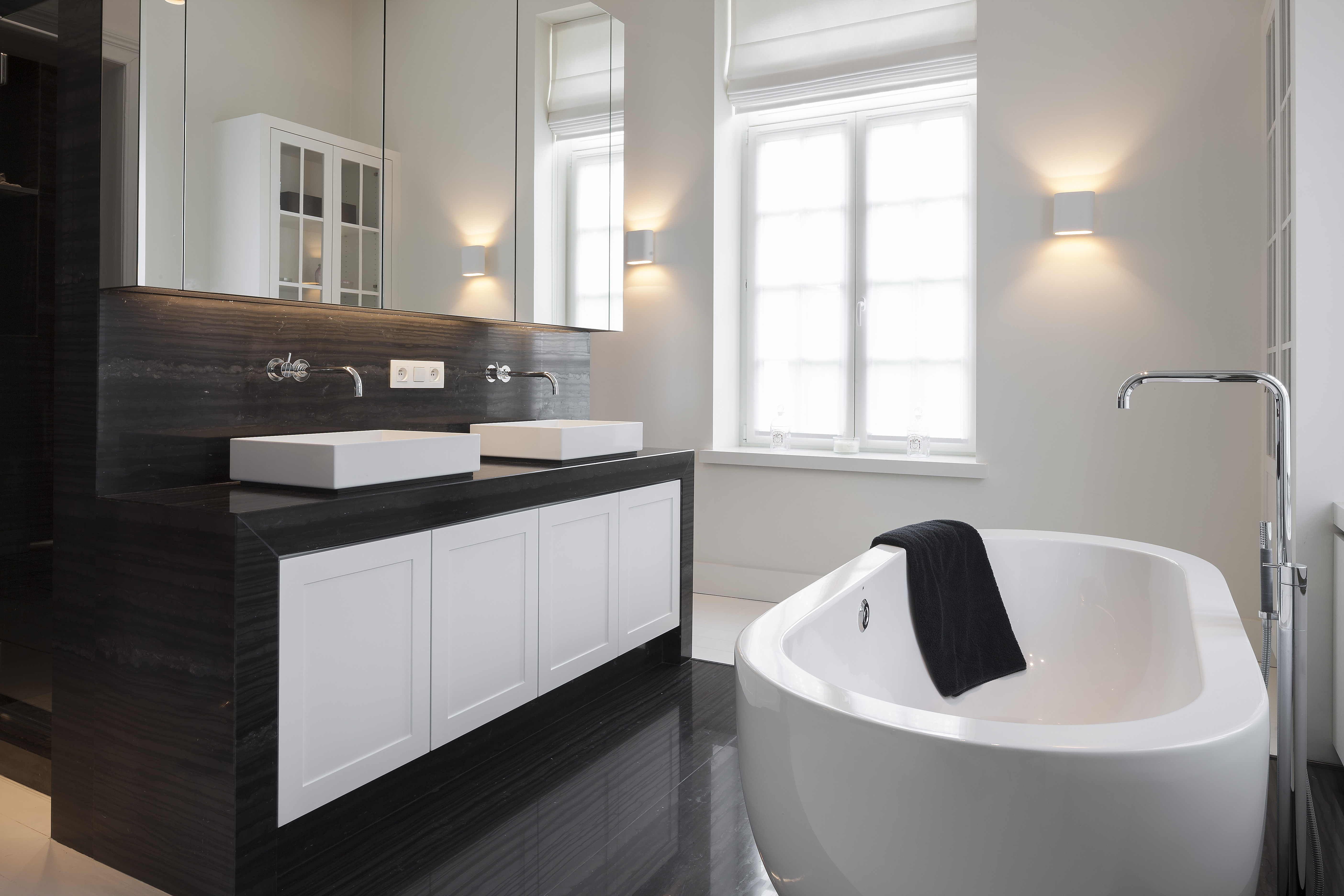 bathroom - by VADES interior design - for b+ villas | Modern Farm ...