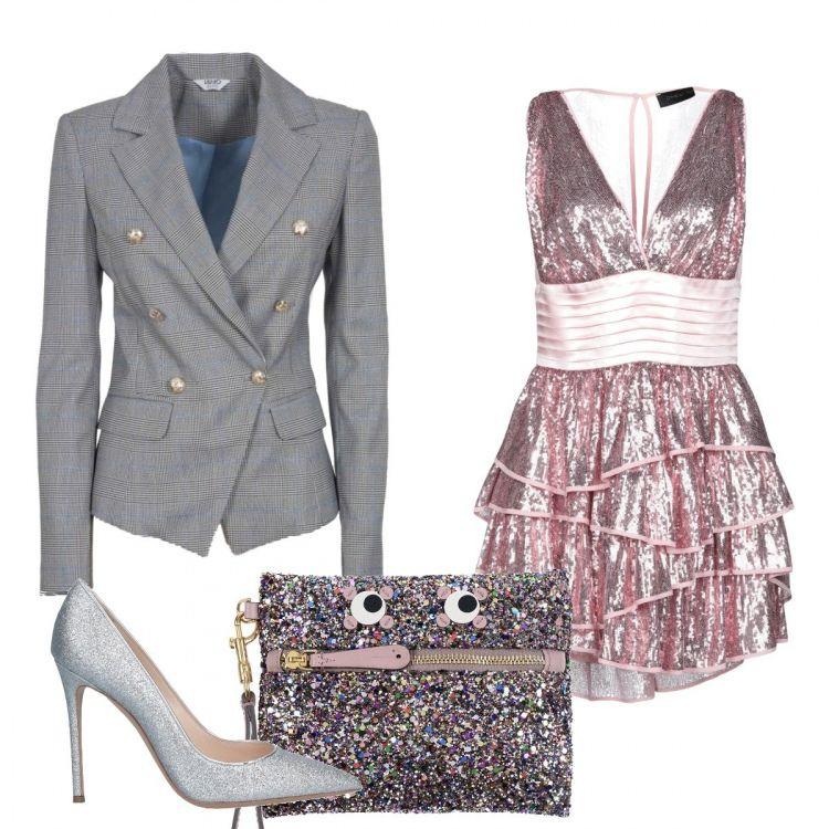 Outfit composto da vestito corto con balze, giacca grigia
