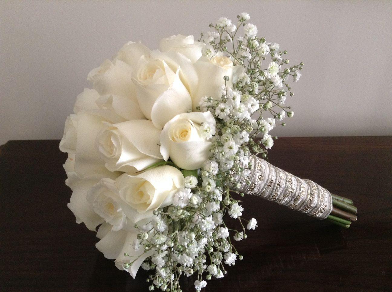 Свадебные букеты из роз и гипсофилы