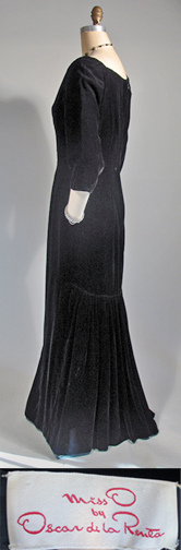 1980 Oscar de la Renta black velvet gown